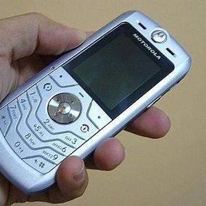 Motorola L6,  фото-видео камера,  блютуз,  12 Мб памяти,  коробка,  докумен